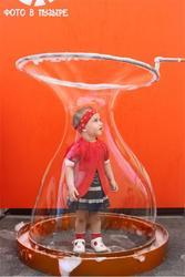 Человек в мыльном пузыре